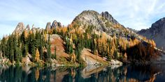 Hikes for Fall Colors in Washington