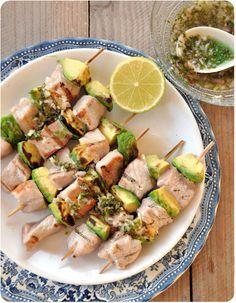 Brochettes thon-avocat au barbecue, sauce pour grillades de poisson