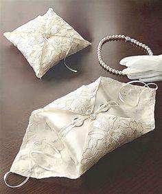 ateliersarah's ring pillow Wedding Ring Cushion, Cushion Ring, Wedding Pillows, Engagement Ring Sizes, Wedding Engagement, Wedding Rings, Wedding Band, Ring Bearer Pillows, Ring Pillows