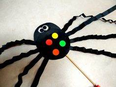 Spiders on a Stick art project. So easy and kids love them. #Spiders #Halloween