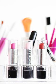 Kids love to play with makeup but this is messy and expensive! So you can easily create pretend makeup that won't leave the carton but will still entertain.