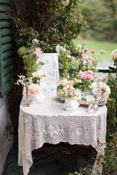 Pearl & Godiva Lace Tablecloths. Styling: www.pearlandgodiva.com