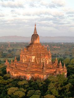 visitheworld: The ancient temples of Bagan, Myanmar (by roberto maldos). Beautiful World, Beautiful Places, Amazing Places, Oh The Places You'll Go, Places To Visit, Architecture Antique, Mosque Architecture, Bagan, Asia Travel
