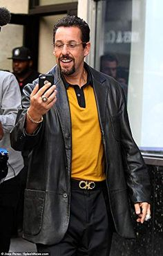 Shop this amazing uncut gems adam sandler blazer in such an amazing price. So get this uncut gems howard ratner jacket now…. Ellen Degeneres, Justin Timberlake, Cristiano Ronaldo, Lady Gaga, Ariana Grande, Funny Images, Funny Pictures, Funniest Pictures, Funniest Memes