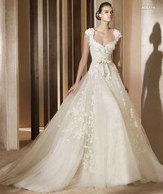 Elie-Saab-2012-wedding-dresses-style-Aglaya.jpg (500×594)
