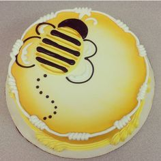 Bee Birthday Cake, Birthday Sheet Cakes, Buttercream Cake Designs, Cake Icing, Spring Cake, Summer Cakes, Cupcakes, Cupcake Cakes, Sheet Cakes Decorated