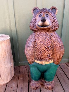 It was fun watching Mark chainsaw carve this animated, cartoon brown bear, sporting a cute pair of green trousers and a belt. He now lives in New York. Abstract Sculpture, Wood Sculpture, Bronze Sculpture, Wooden Carports, Wood Carving For Beginners, Hollow Art, Bear Drawing, Wood Carving Tools, Ice Sculptures