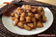 Korean Food: Potato Side-dish (감자 조림=GamJa JoRim)- My favorite! Korean Potato Side Dish, Korean Potatoes, Korean Sweet Potato, Korean Side Dishes, Potato Sides, Potato Side Dishes, Asian Recipes, Ethnic Recipes, Asian Foods