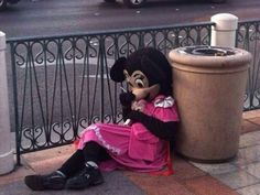 'Cuz even Minnie needs a smoke break after a rough night of partying. Hope no kids were watching! Stupid Memes, Dankest Memes, Funny Memes, Reaction Pictures, Funny Pictures, Foto Top, Mood Pics, My Vibe, Cursed Images
