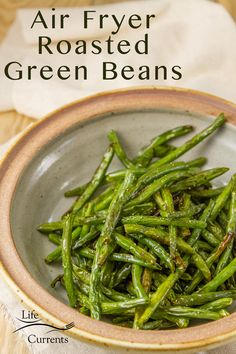 Simple to make Air Fryer Roasted Green Beans are the perfect veggie side dish for any occasion, holiday dinner, or weeknight meal. Heck, I love them just to snack on them! Air Fryer Recipes Breakfast, Air Fryer Dinner Recipes, Air Fryer Oven Recipes, Air Fry Recipes, Onion Recipes, Healthy Recipes, Cooking Recipes, Cooking Tips, Scd Recipes
