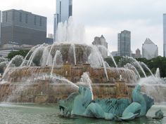 Buckingham Fountain in Grant Park Chicago, IL