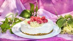 Zbraň proti virózám: Vyrobte si skvělou bezinkovou šťávu a likér! Cheesecake, Desserts, Food, Tailgate Desserts, Deserts, Cheesecakes, Essen, Postres, Meals