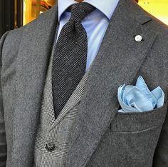 Grey and blue • Perfect. ...repinned vom GentlemanClub viele tolle Pins rund um das Thema Menswear- schauen Sie auch mal im Blog vorbei www.thegentemanclub.de