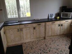 muebles de la cocina con los tablones de los palés