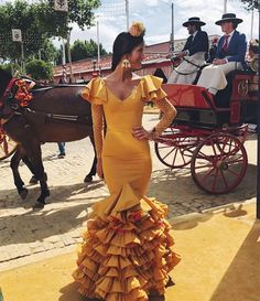 Flamenco Costume, Flamenco Dancers, Spanish Dress, Spanish Woman, Summer Wedding Colors, Lovely Dresses, Traditional Outfits, Dress Patterns, Dress Skirt