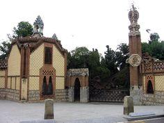 """Gaudi:"""" Pabellones Guell""""  en el barrio Pedralbes de Barcelona (1884-1887)"""