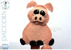Felt Piggy Finger Puppet Sewing Pattern.  INSTANT DOWNLOAD for pig finger puppet PDF.