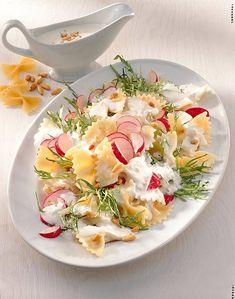Unser beliebtes Rezept für Nudelsalat mit Saure Sahne-Dressing und mehr als 55.000 weitere kostenlose Rezepte auf LECKER.de.