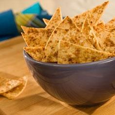 Sweet 'n Nutty Snack Chips Recipe Lunch and Snacks with chopped walnuts, brown firmly light packed sugar, flour tortillas, ground cinnamon, i can't believ it' not butter! Healthy Appetizers, Appetizer Recipes, Snack Recipes, Healthy Breads, Savoury Recipes, Healthy Recipes, Grilled Chicken Sandwiches, Baking Muffins, Chips And Salsa