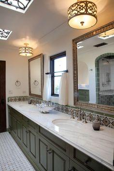Spanish style homes – Mediterranean Home Decor Spanish Style Bathrooms, Spanish Style Decor, Spanish Bathroom, Spanish Style Homes, Spanish House, Spanish Tile, Spanish Design, Little Italy, Spanish Revival Home