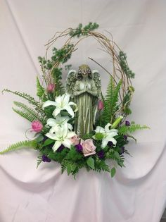 Angel in the Garden Arrangements Funéraires, Funeral Floral Arrangements, Church Flower Arrangements, Church Flowers, Funeral Flowers, Wreaths For Funerals, Casket Flowers, Funeral Sprays, Cemetery Decorations