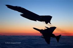 Avion Cargo, F4 Phantom, Combat Gear, Usmc, Military Aircraft, Sunsets, Airplane, Air Force, Fighter Jets