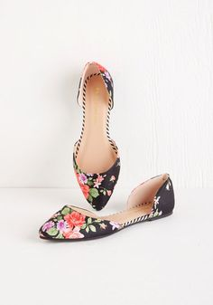You'd rather take the scenic route, for it means more time to parade around in these fabric-covered flats! Colorful bouquets blossom atop the black d'Orsay silhouette of this pointed-toe pair, while edgy stripes border each shoe's insole, filling each step with fresh beauty.