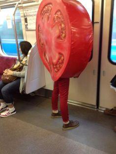 Twitter / amnos0bb: 小田急線にトマトいるんだけど。え、なにこれ(^_^)トマト( ...