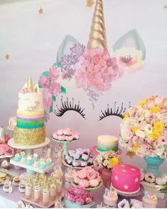 festa com tema unicornio, mesa simples, painel de unicornio