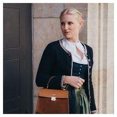Herbst ich mag dich  Ich liebe die eher gedeckten Farben warmen Brauntöne. Bald mehr dazu auf Dirndlschleifchen.  Stay tuned! #dirndl #dirndlliebe #dirndllove #tracht #liebezurtracht #trachten #trachtenmode #dirndlzeit #dirndltime #herbst #herbstoutfit #fashionblogger #munichblogger #bloggers_de #whatiworetoday #ootd #dirndlimdirndl #dirndlschleifchen #fashion #fashioninspo #avenue21 #claradorothea #amselfashion #wiesn #munchen German Fashion, Medieval Dress, Traditional Dresses, Satchel, Ootd, Outfits, Instagram, Warm Browns, Muted Colors