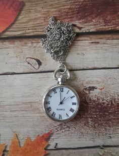 Montre de poche, gravée, personnalisée montre de poche, montres de gousset de garçons d'honneur par paperonly sur Etsy https://www.etsy.com/fr/listing/214536328/montre-de-poche-gravee-personnalisee