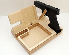 Docking Stations, Edison Lamps & Other Wood Items por Singulierlampandcab Gun Closet, Shooting Bench Plans, Diy Phone Stand, Table Saw Workbench, Personalized Gifts For Dad, Small Wood Projects, Docking Station, Gifts For Father, Organizer