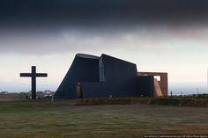 Какой должна быть архитектура церкви? У нас все церкви в одном стиле, бывает, конечно, что-то необычное, но крайне редко. А вот в Исландии здания церквей…