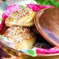 Sockerbulle med vaniljkräm Ca 30 st - Recept från myTaste Joy Of Cooking, Cooking 101, Bagan, Baking Recipes, Cake Recipes, Sweet Dough, Swedish Recipes, Piece Of Cakes, Everyday Food