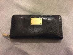 Authentic-Michael-Kors-Black-Reptile-Gold-Zip-Around-Wallet-Womens