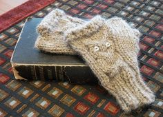 FREE PATTERN: Knit up a pair of these Owl Study Gloves from the Alpaca Direct blog! Someone will thank you come Christmas morning!