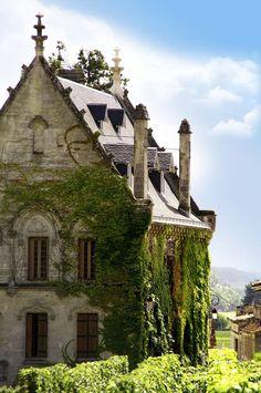 Chateau in Saint-Emilion, France! #Photography #Castles