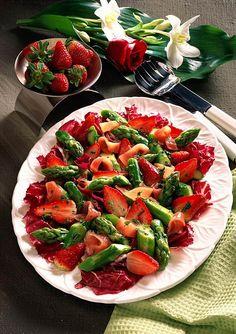 Unser beliebtes Rezept für Spargel-Erdbeer-Salat und mehr als 55.000 weitere kostenlose Rezepte auf LECKER.de.