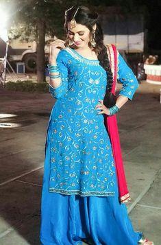 Punjabi Girls, Punjabi Suits, Girls Dpz, Indian Designer Wear, Indian Style, Stylish Girl, Indian Fashion, Sun, How To Wear