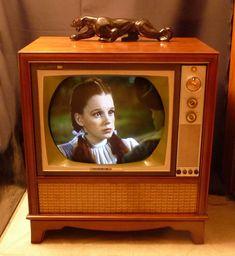 1950s Console TV   Judy Garland   Wizard of Oz [http://antiqueradio.org/art/RCACTC-11FinalCabinet.jpg