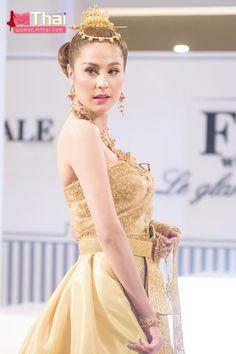 thaiwedding-29 Thai Brides, Prom Dresses, Formal Dresses, Wedding Dresses, Thai Traditional Dress, Thailand, Thai Dress, Costumes, Asian Beauty