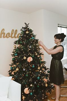 Loving the color combo on coco+kelley's tree featured in theglitterguide.com.