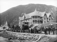 11 Historical Photos from Norway that Make You Surprized - The Nordic Page - Mundal Hotel 1890-1910. Where?