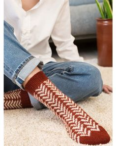 Köp Rauma - Katalog Sokker i 2 tr. Rainbow Dog, Men In Heels, Knitting Socks, Knit Socks, High Shoes, Red Green Yellow, Leg Warmers, Knit Crochet, Fashion Photography