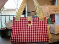 FREE sewing patterns for purses.   Who doesn't need the perfect purse - why not make it yourself?