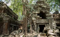 """Kambodscha: """"Temple Running"""" in Angkor Wat Angkor Wat, Earth, Architecture, House Styles, Nature, Running, Cambodia, Temple, Photo Illustration"""
