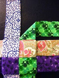 The Knitting Stagehand: Woven Star Tutorial Scrap Fabric Projects, Weaving Projects, Diy Sewing Projects, Fabric Crafts, Sewing Crafts, Fabric Christmas Ornaments, Christmas Sewing, Handmade Christmas, Tie Crafts