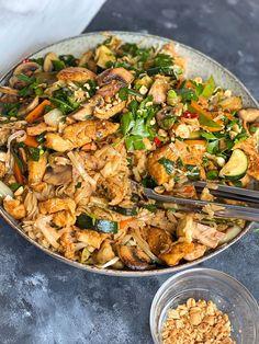 Asian Recipes, Healthy Recipes, Ethnic Recipes, Good Food, Yummy Food, Quick Meals, Food Inspiration, Chicken Recipes, Food Porn
