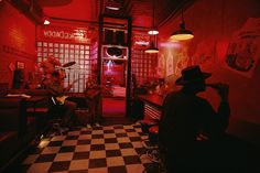 Chicago, 1997 // A blues bar in Chicago called Smoke Daddy with a black and white checkerboard floor and a large finned Cadillac parked by… Minneapolis, National Geographic, Checkerboard Floor, Jazz Bar, Bar Scene, Jazz Club, Film Inspiration, Magnum Photos, Louis Armstrong