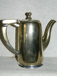 vintage from France .theapot . CAFETIERE en métal argenté...